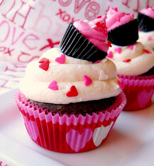 35+ Valentine's Day Cupcake Ideas - Cupcake Topper Using a Reese's Peanut Butter Cup