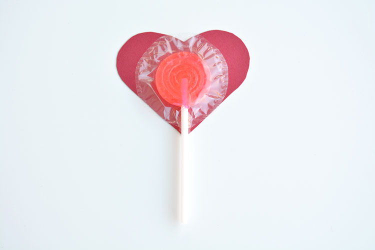 """I'm a sucker for you, Valentine"" Such a CUTE AND EASY Valentine's Day craft idea! Your special someone will be a sucker for this! ;)"