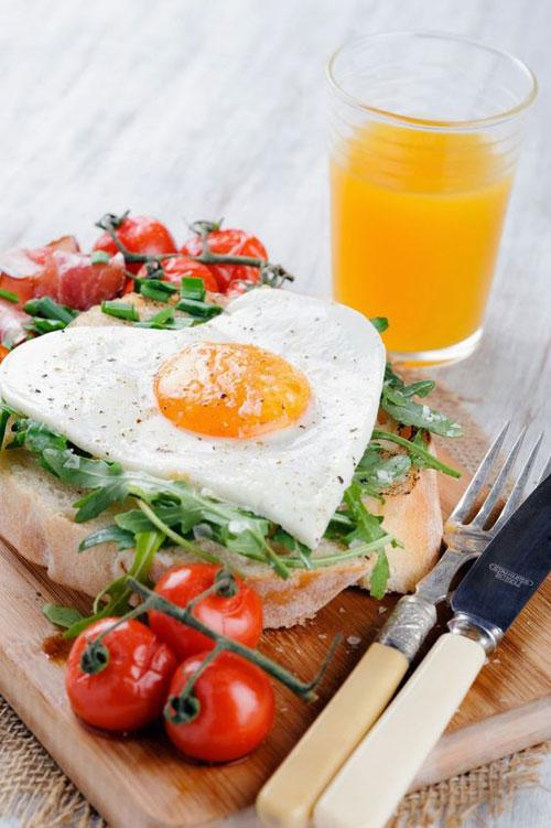 30+ Healthy Valentine's Day Food Ideas - Heart-Shaped Egg Breakfast