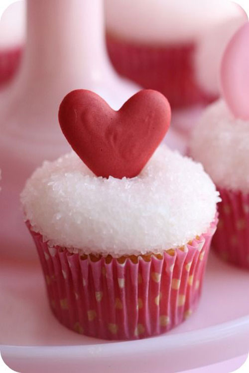 35+ Valentine's Day Cupcake Ideas - Royal Icing Design Valentine's Cupcakes