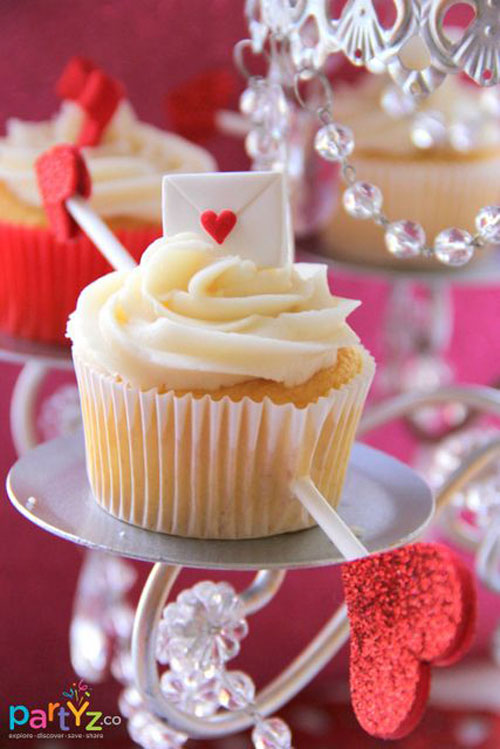 35+ Valentine's Day Cupcake Ideas - Valentine's Arrow Piercing Cupcakes