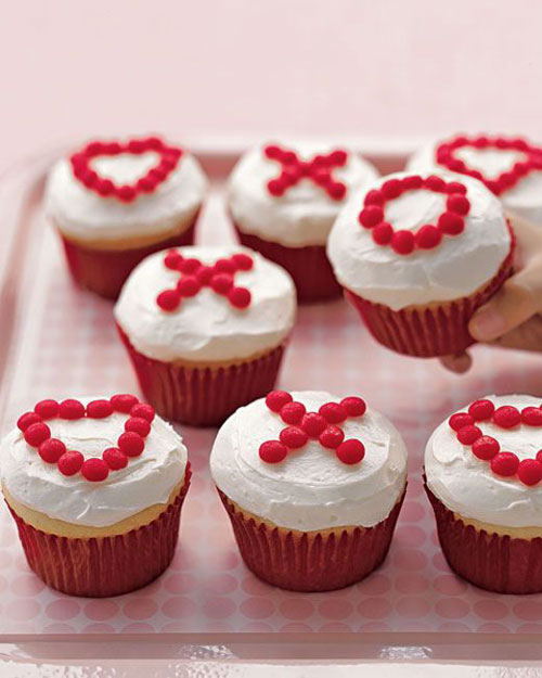 35+ Valentine's Day Cupcake Ideas - X's and O's Cupcakes