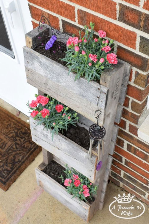 37 Awesome DIY Summer Projects - DIY Pallet Planter