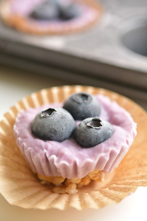 These protein packed breakfast bites are AWESOME if you have a busy breakfast routine! So delicious and best of all, each one has about 3 grams of protein!