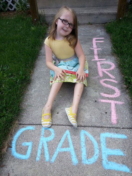22 Totally Awesome Sidewalk Chalk Ideas - Back to School Photo Shoot