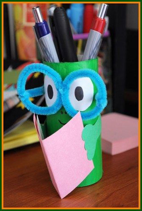 25 Back to School Craft Ideas - Bookworm Pencil Holder