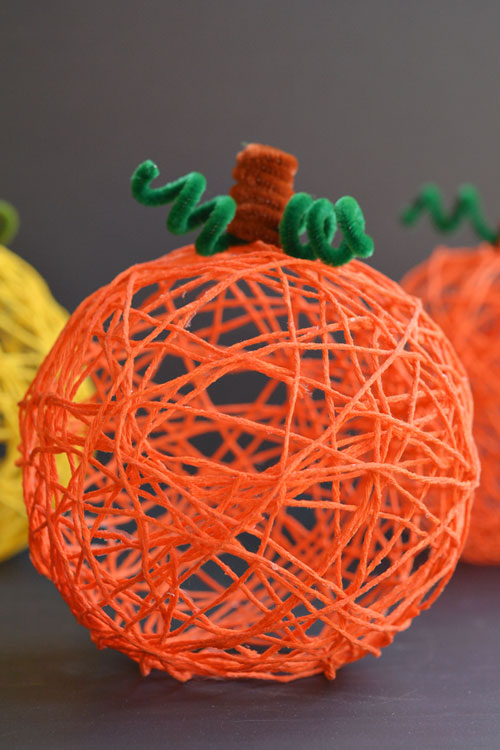 40+ Awesome Pipe Cleaner Crafts - Yarn Pumpkins using Balloons