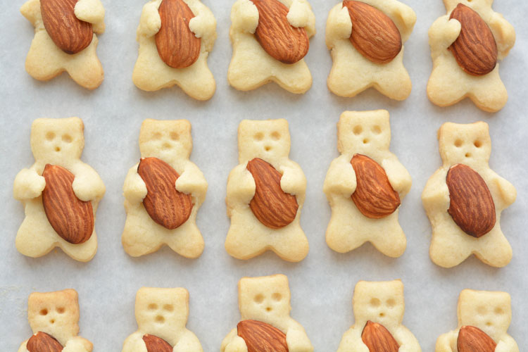 These teddy bear cookies are SO CUTE and they taste amazing!! It looks like they are hugging the almond! They're simple to make and completely adorable!