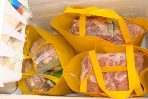25 Hacks to Organize your Fridge - Organize the freezer with reusable fabric shopping bags