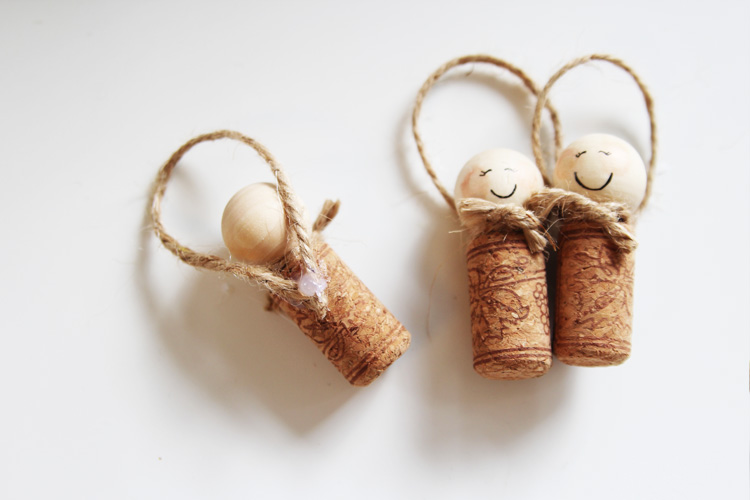 These wine cork angel ornaments are SO cute and couldn't be easier to make!