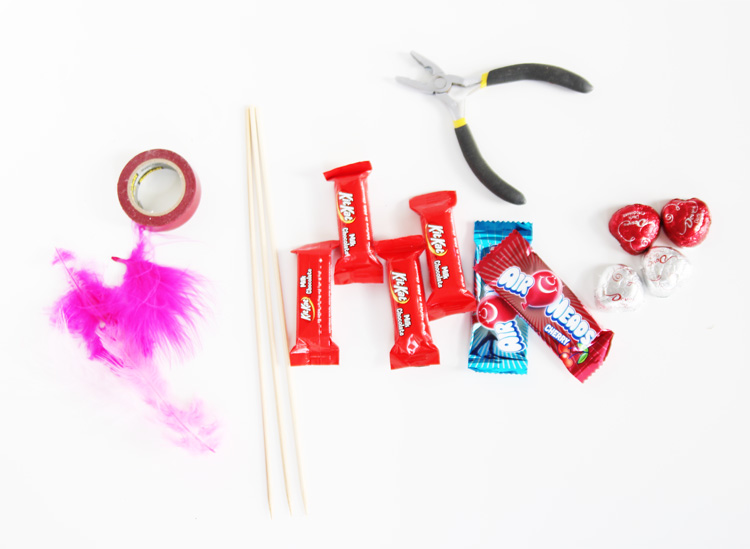 These Valentine's Day candy arrows are SO CUTE and super easy to make!
