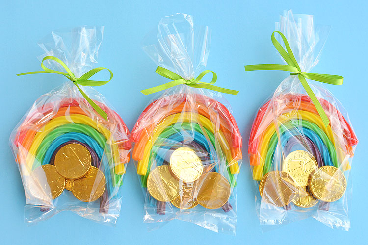 These rainbow licorice treat bags are SO SIMPLE and they look so cute! They're the perfect treat to make for St. Patrick's Day or even a rainbow birthday party!