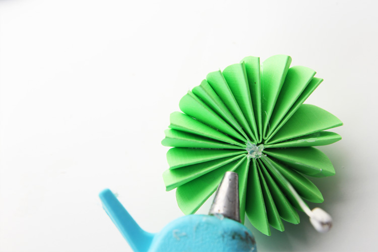 These paper umbrellas couldn't be cuter! Make some today for the perfect spring craft!