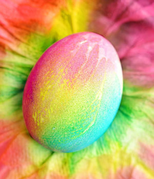 Tie Dye Easter Eggs Using Paper Towels
