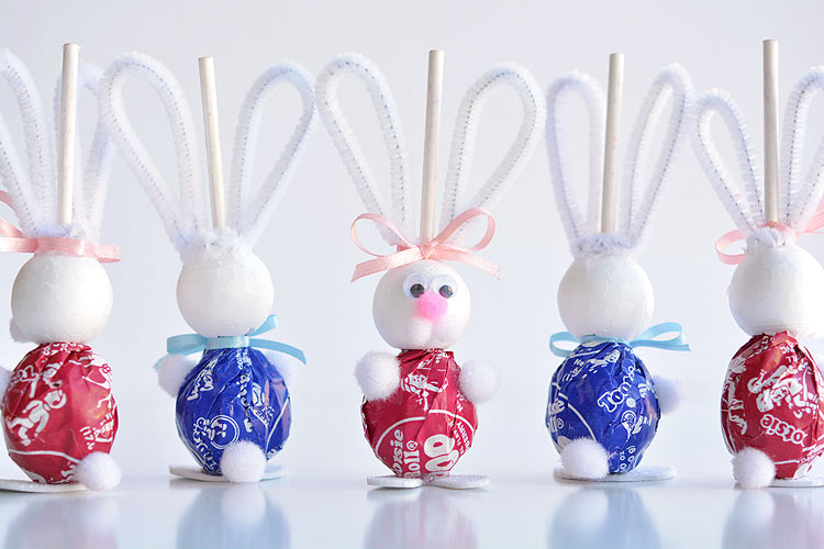 Lolly pop bunnies easter bunny lolly pops these lolly pop bunnies are so cute and theyre really simple to make negle Images