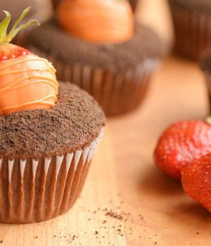 Easy Carrot Patch Cupcakes with Strawberry Carrots