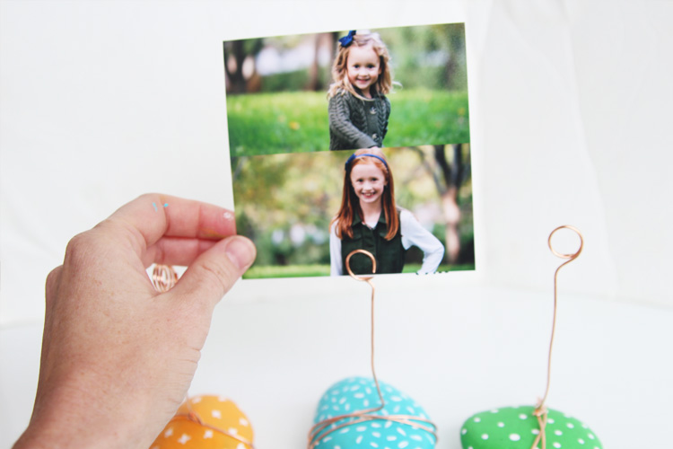 These ADORABLE photo holders take no time to make and are such a great kids craft!