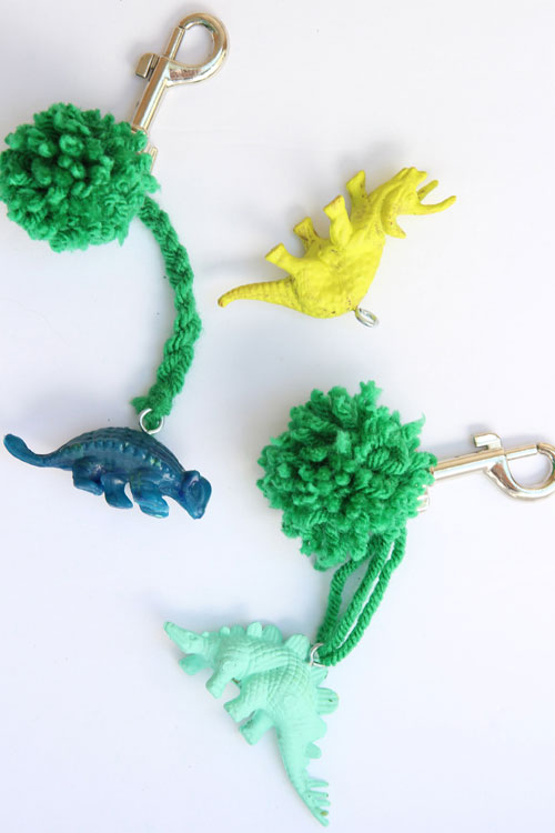 These backpack charms are SO EASY to make and such a great back to school craft for kids!