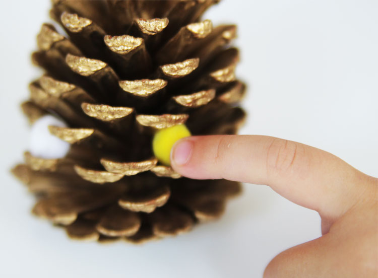These pom pom pinecones are the perfect fall craft for preschoolers to make and they couldn't be cuter!