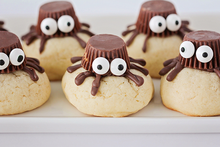 These sugar cookie spiders are so adorable, and so easy to make! They're the perfect treat to make with the kids for Halloween!