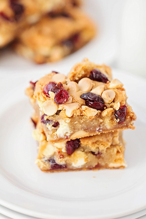 These sweet cranberry white chocolate blondies are so easy to make! They're loaded with cranberries and white chocolate chips, and so chewy and delicious!