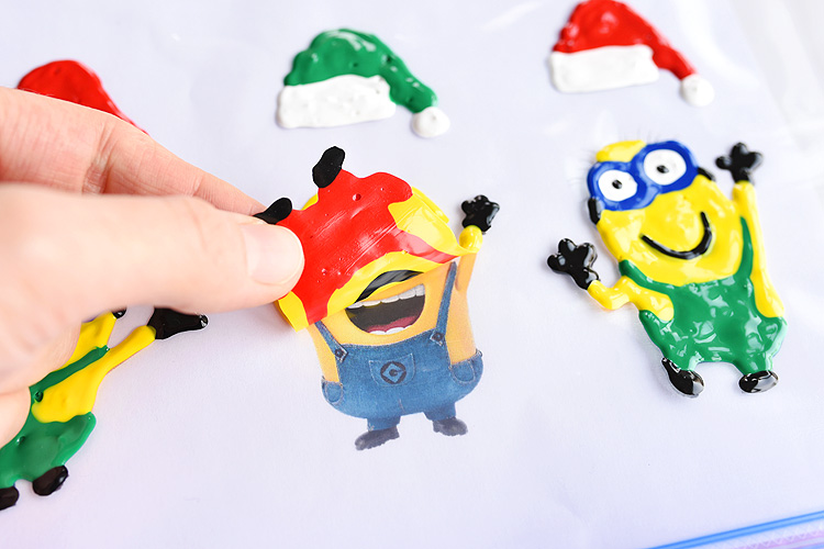 These holiday Minion window clings using Tulip slick paint are SO EASY and they look so cute! This is such a fun Christmas craft to do with the kids and it's seriously one of my all time favourite crafts!