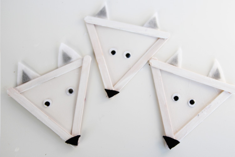 These arctic wolves are SO ADORABLE and easy to make. This is the perfect winter craft for kids!