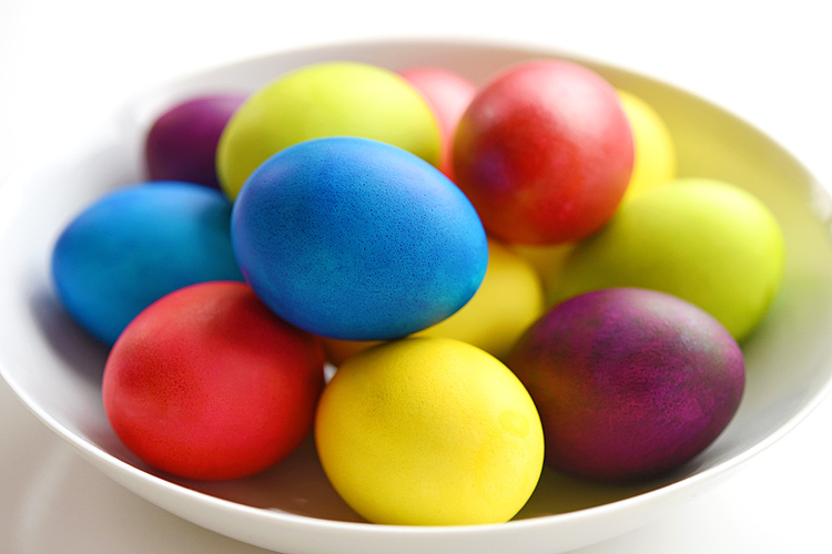 These crazy vibrant, super bright Easter eggs are SO BEAUTIFUL and they're so easy to make!! I love the shiny and glossy finish!! The colour is completely consistent without any of the splotches you get from the store bought kits. Best of all, they're completely safe to eat!