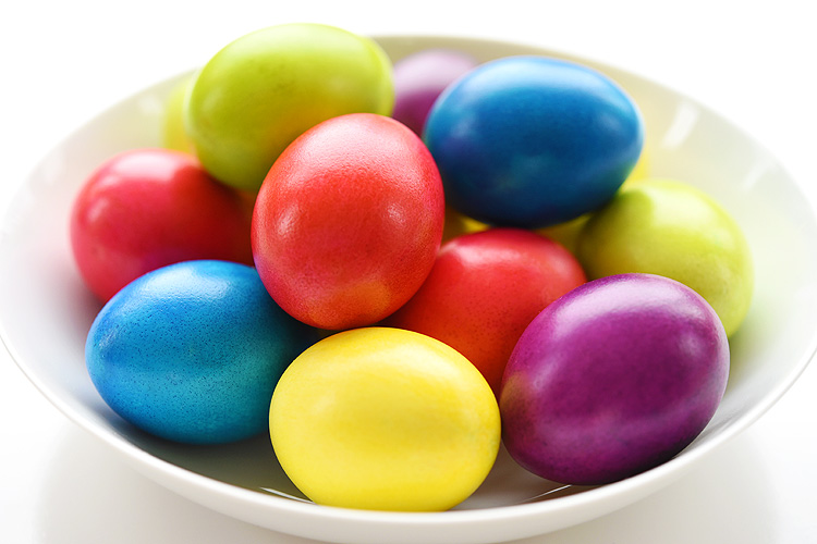 How to Dye Super Bright Easter Eggs with a Shiny Finish