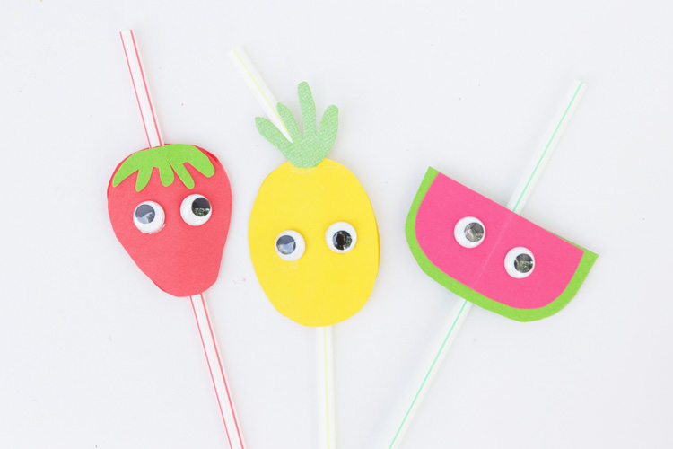 These fruit straw toppers are the perfect way to dress up your summer drinks! This is an easy summer craft for kids!