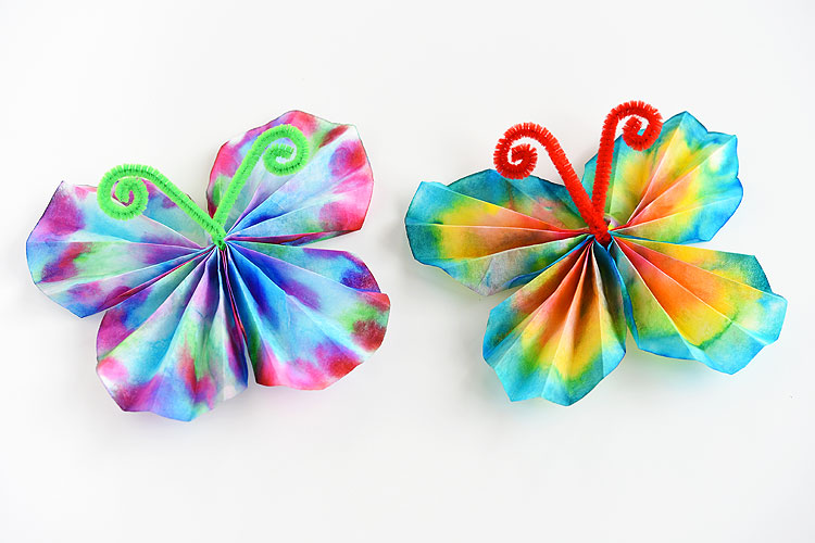 These classic coffee filter butterflies are SO EASY and so beautiful! This is such a great summer craft idea for kids and a fun low mess activity! It's easy. It's relatively low mess. It's even a bit of a science experiment when you wet the coffee filter and watch the colours blend!