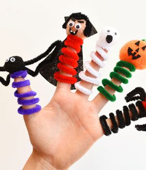 Pipe Cleaner Halloween Finger Puppets