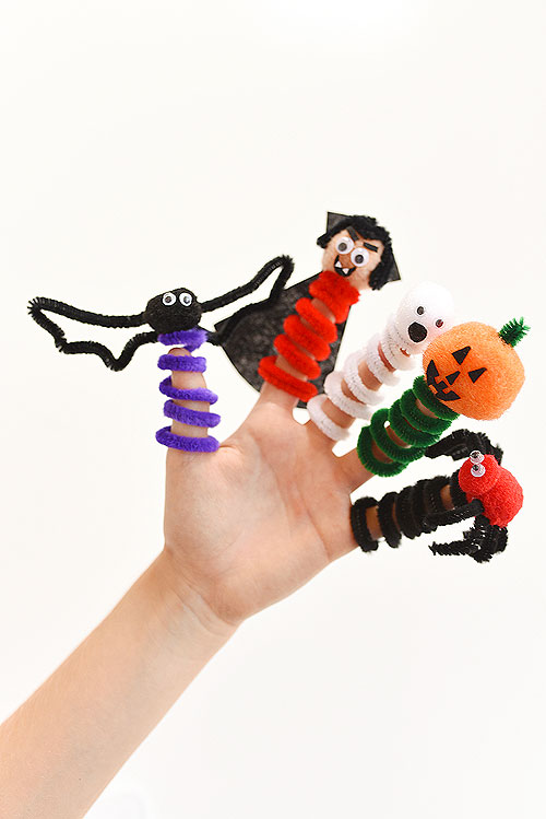 40+ Awesome Pipe Cleaner Crafts - Pipe Cleaner Halloween Finger Puppets