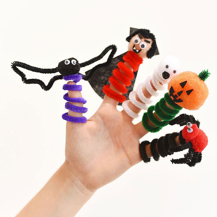 These Halloween finger puppets are so simple to make and they are SO CUTE! This is such a fun Halloween craft to make with the kids! Use pipe cleaners, pom poms and googly eyes to make any characters you want!