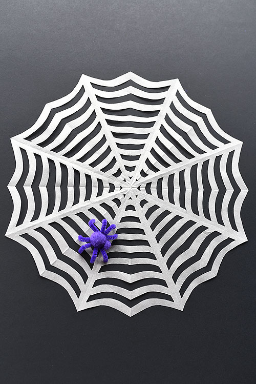 How to make paper spider garlands ✧ Halloween DIY Tutorial - YouTube | 749x500