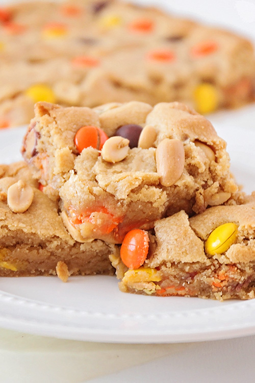 These loaded peanut butter cookie bars are the perfect treat for peanut butter lovers! They're packed with peanut butter flavor, and addictingly delicious!