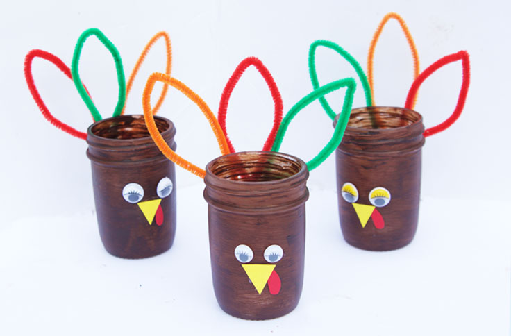 These turkey mason jars make the perfect party favor for Thanksgiving and are easy enough for kids to help make!
