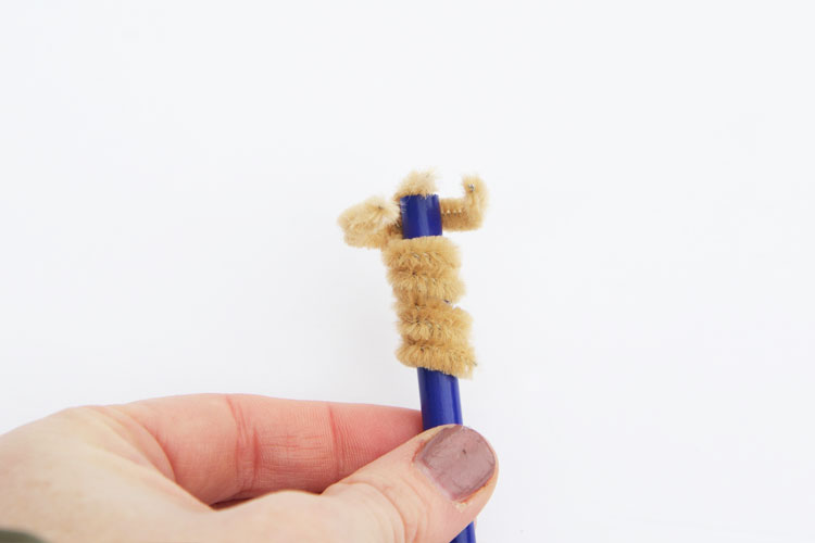 These pipe cleaner teddy bears are so easy to make and stick on the end of a pencil. You will love creating these tiny teddy bears!