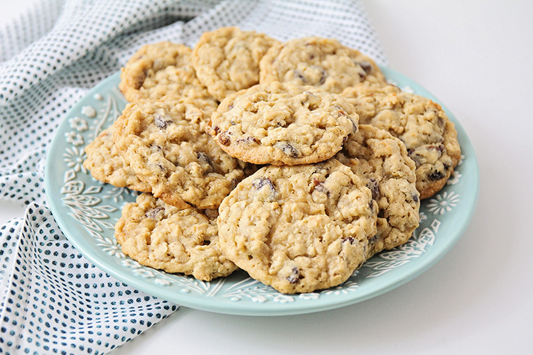 These chewy and sweet oatmeal raisin cookies are easy to make and perfectly delicious. A classic cookie that never disappoints!