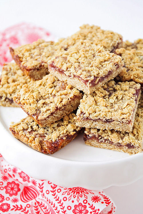 These sweet strawberry crumb bars are so delicious and easy to make! With a buttery oat crust and sweet strawberry filling, they are totally irresistible!