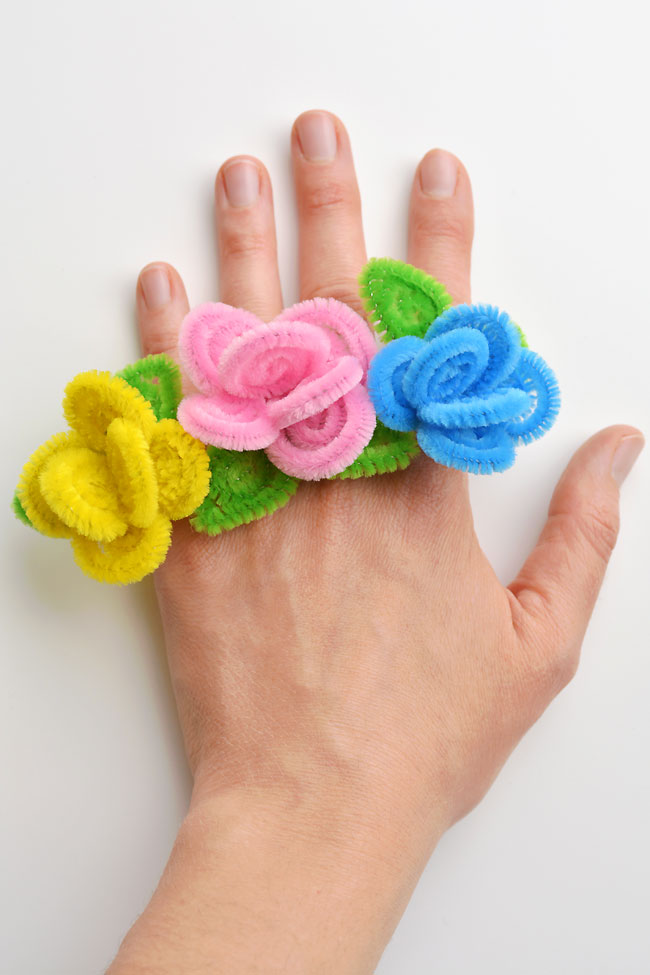 These pipe cleaner flower rings are so SIMPLE to make and they look so pretty! This is such a fun pipe cleaner craft and a great craft for kids as well as adults. Each ring takes about 5 minutes to make and you only need pipe cleaners. What a fun and easy way to make homemade jewelry to sell at a craft fair!
