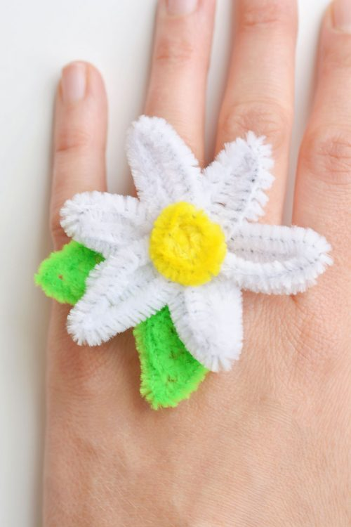40+ Awesome Pipe Cleaner Crafts - Pipe Cleaner Daisy Rings