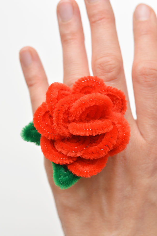 These pipe cleaner rose rings are so pretty and they're so easy to make! All you need are a few pipe cleaners and in less than 10 minutes you can make a beautiful homemade ring! This is such a great craft for kids, teens, tweens and even adults. It's a fun dollar store craft with zero mess. Wouldn't they be great for Valentine's Day!?