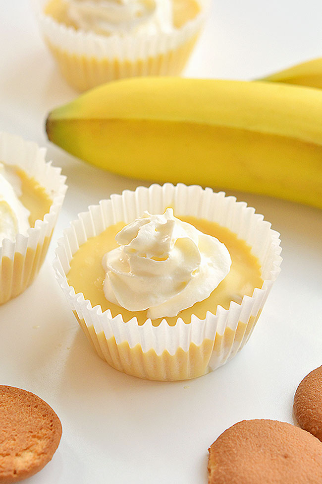 These mini banana cream pies are SO EASY to make and they taste so good! This is such an awesome family friendly dessert recipe! They're rich and creamy and if you LOVE banana like we do, chances are you'll be making these treats over and over again!