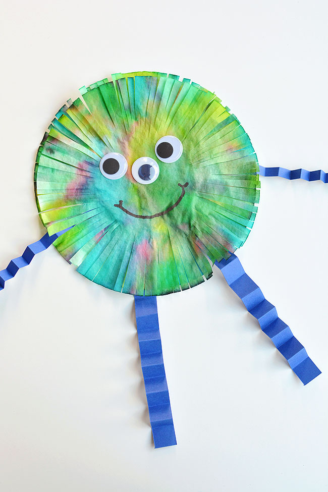 These coffee filter monsters are SO FUN to make and they look amazing! They'd look great hung up on the wall or window! This is such a fun Halloween craft for kids. It would also be a great craft for a monster themed birthday party. Such a simple way to make some family-friendly Halloween decor! With so many ways to colour and decorate, no two monsters will be exactly the same!