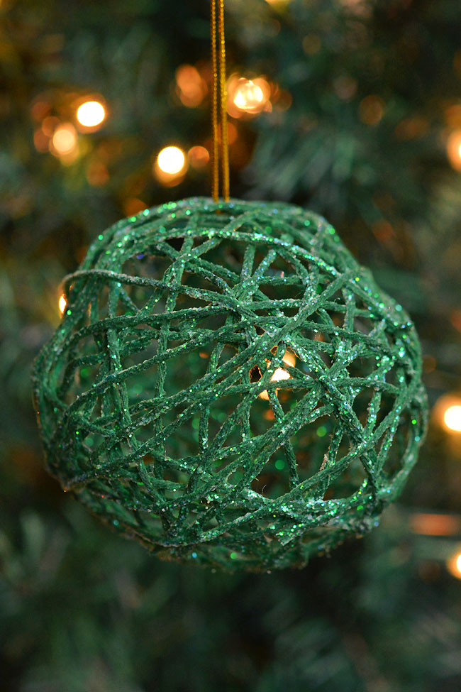 These green glitter ball yarn ornaments using balloons are so PRETTY and they're so much fun to make! This is such a fun Christmas craft and a great way to make homemade Christmas ornaments. They look so sparkly and pretty on the Christmas tree! Make them in all your favourite festive colors!