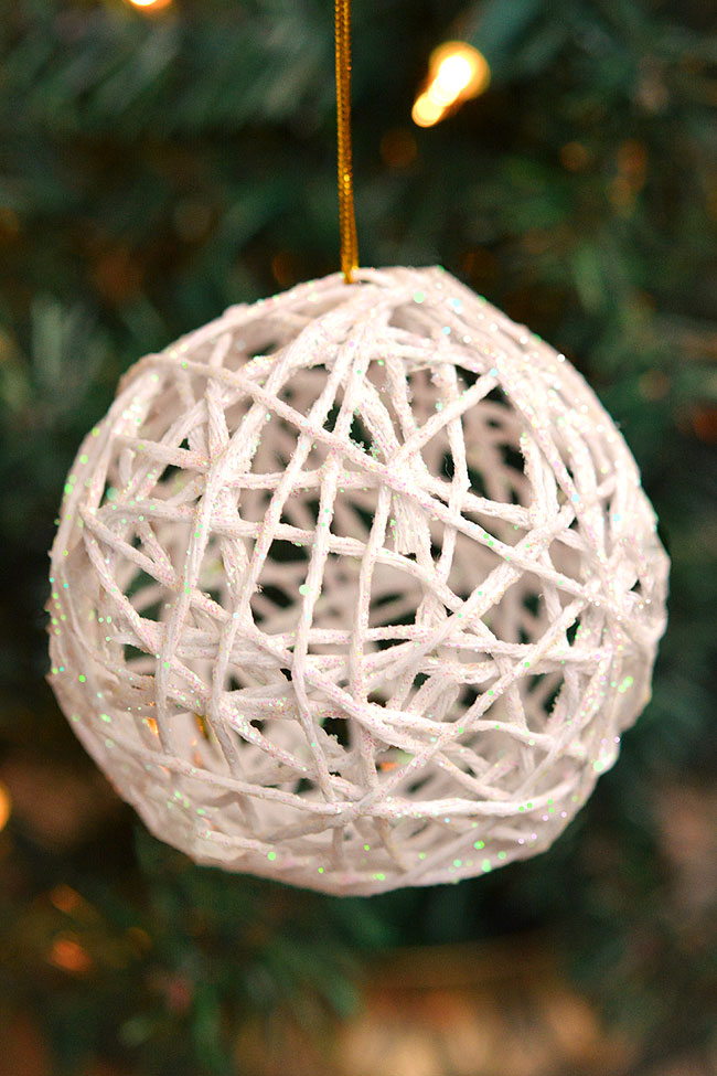 These white glitter ball yarn ornaments using balloons are so PRETTY and they're so much fun to make! They look like snowballs! This is such a fun Christmas craft and a great way to make homemade Christmas ornaments. They look so sparkly and pretty on the Christmas tree! Make them in all your favourite festive colors!
