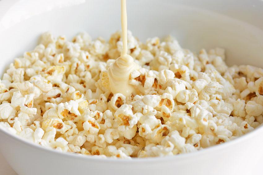 Christmas Popcorn: A Marshmallow Popcorn Recipe