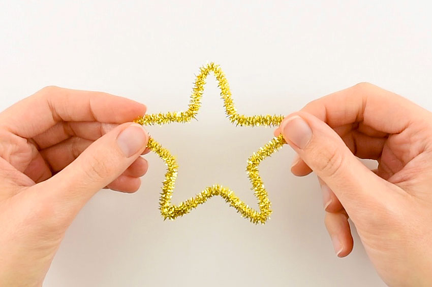 Easy Pipe Cleaner Star Ornaments