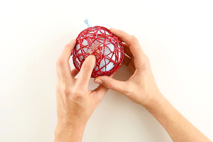 Glitter Yarn Balls using Balloons